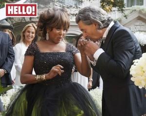 A bordo de vestido extravagante, Tina Turner se casa com produtor musical
