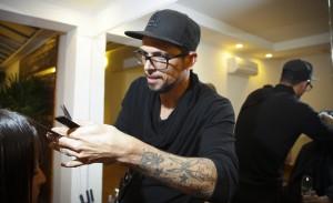 Beauty Artist Ricardo dos Anjos reúne dicas de cuidados com os cabelos durante as férias de verão