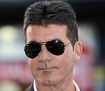 Simon Cowell, que teria caído no golpe da barriga, assume paternidade