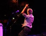 Caetano Veloso dançou até o chão- literalmente – em show em BH