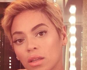 Entre na moda de celebs como Beyoncé com o cabelo loiro e curtinho