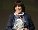 Glória Pires é homenageada no Festival de Gramado com o troféu Oscarito