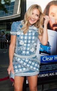 Jeans no red carpet? Confira os looks de Kate Hudson e Amanda Seyfried