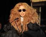 Flash nela: Gaga rouba a cena em premiação com juba poderosa