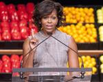 Michelle Obama lança programa para incentivar crianças a beber mais água, mas…