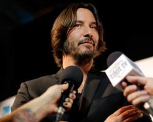 Para estreia como diretor, Keanu Reeves recupera antiga forma física