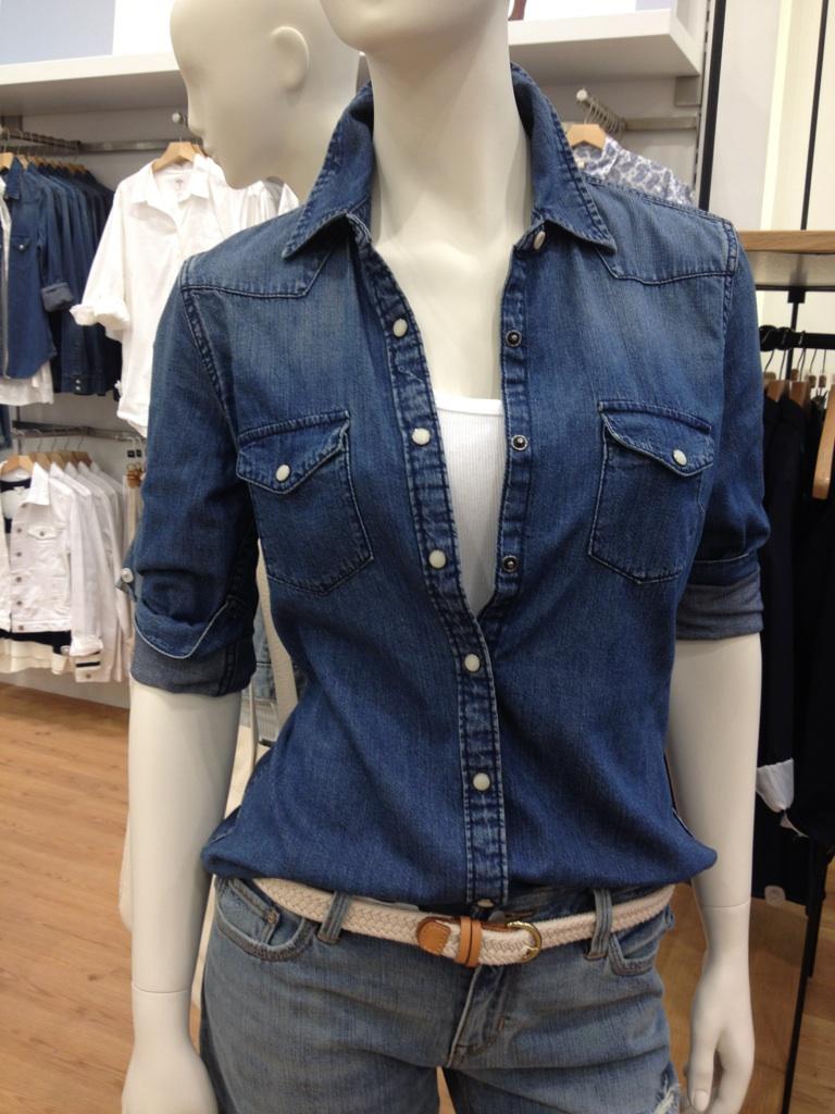 3b279eca15 Desejo do Dia  a Gap chegou e sua clássica camisa jeans também ...