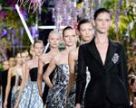 """Com desfile ousado, Dior mostra o seu lado """"venenoso"""". Play now!"""