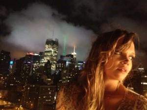 Alexia Bomtempo desbrava NY com Pico Garcez em dois novos clipes