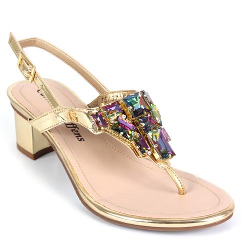de47079ac Comemore a chegada da primavera com a sandália Carmen Steffens ...