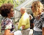 Beyoncé do outro lado da cena: diva assiste ao show da irmã Solange