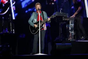 RIR, dia 5: Jon Bon Jovi 'ataca' fã e globettes se jogam na área vip