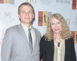 Mia Farrow diz que filho com Woody Allen pode ser… de Sinatra!!!