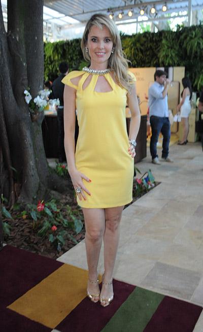 fd6067973 Camila Klein desfila com linha de roupas da Carmen Steffens pela ...