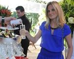 Liv Drinks refrescou os convidados da festa de 7 anos da revista J.P