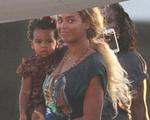 Seguindo Beyoncé… Popstar viaja pelo mundo com a filha Blue Ivy