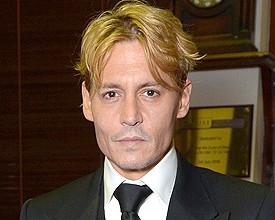 As novidades de Johnny Depp, que vem dando pinta de loiro…