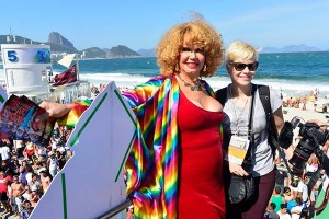 Leandra Leal prestigia 18ª Parada do Orgulho LGBT, no Rio de Janeiro
