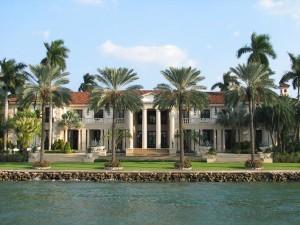 Certa cantora está alugando sua mansão em Miami. Quem se habilita?