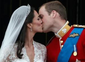 Pedaço do bolo de casamento de Kate e William é leiloado por US$ 4 mil