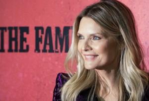 Aos 55 anos, Michelle Pfeiffer diz nunca ter feito cirurgia plástica