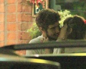 Caio Castro e Maria Casadevall aos beijos no Rio. Ficção ou realidade?