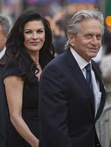 Após breve separação, Catherine Zeta-Jones e Michael Douglas se reconciliam