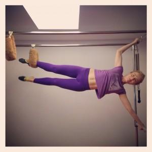 Angélica está craque no Pilates, glamurette. Olha só o clique que a gente tem!