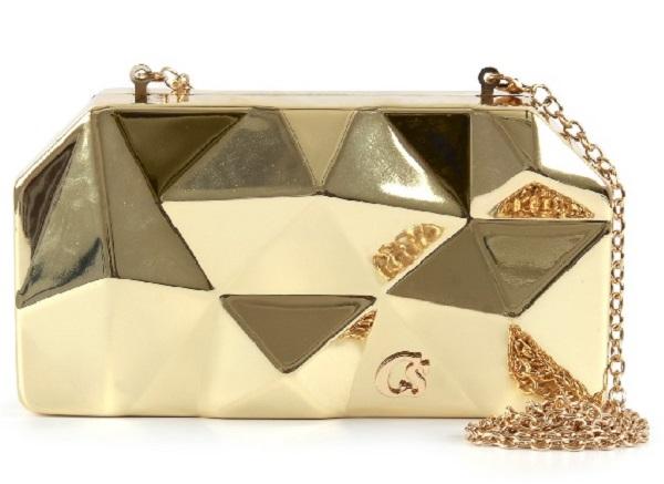 1fd67e2071b Bolsa Carmen Steffens com detalhes em dourado é peça curinga no ...