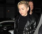 Miley Cyrus e Cara Delevigne curtem coffee shop em Amsterdã