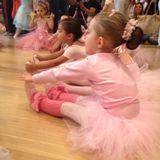 Repetto junta glamuzinhas em aula de balé na flagship do Cidade Jardim