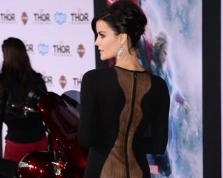 """Atriz coadjuvante de """"Thor"""" rouba a cena durante première do filme"""