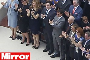 Tom Cruise e John Travolta inauguram templo da Cientologia