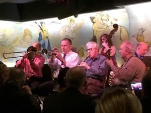 Woody Allen e sua banda de jazz no Café Carlyle, em Nova York