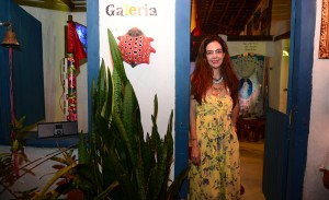 Joana Vieira recebe turma de amigos em seu atelier em Trancoso