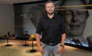 Agência do Ano em Cannes, Ogilvy comemora lançando livro