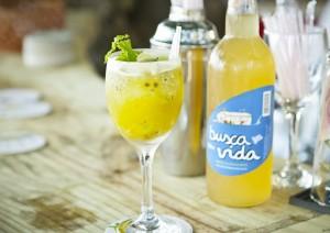 Drink Verde-Amarelo da Busca Vida faz sucesso no Cafe de la Musique Trancoso