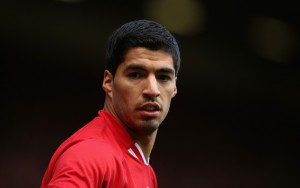 Acusado de racismo, jogador Carlos Suarez se dá bem em novo time