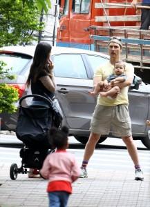 Em BH, Matthew McConaughey almoça com a família em churrascaria