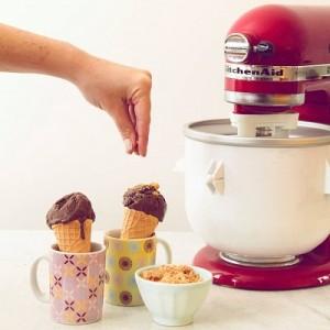 Prepare um delicioso sorvete caseiro de chocolate. Vem saber