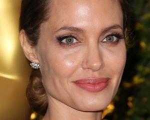 Angelina Jolie é proibida de voar, mas dá seu jeitinho de decolar…
