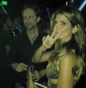 Carol Magalhães e Bruno Garfinkel aos beijos em Miami. Aos detalhes
