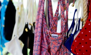 Coleção de biquínis exclusiva de Lia Paris aterrissa no Cafe de la Musique Trancoso