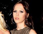 Allegra Versace – quase – bilionária. Aos detalhes, glamurette!