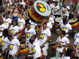Homenageados do Carnaval, blocos afro aquecem os tambores em Salvador