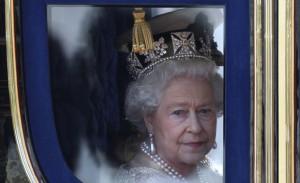 """Elizabeth II estoura orçamento e tem """"só"""" US$ 1,6 milhão até o fim do ano"""