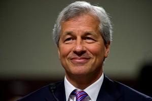 Banco sofre escândalos financeiros, mas CEO ganha aumento de 74%. Oi?