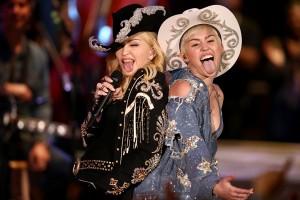"""Madonna no acústico de Miley Cyrus: """"Nunca nos diga para parar"""""""