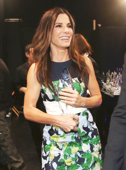 Sandra Bullock sai com quatro prêmios do People's Choice Awards