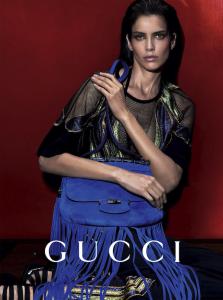 Na mira: Amanda Wellsh posa para Gucci e desfila para cinco marcas em Paris